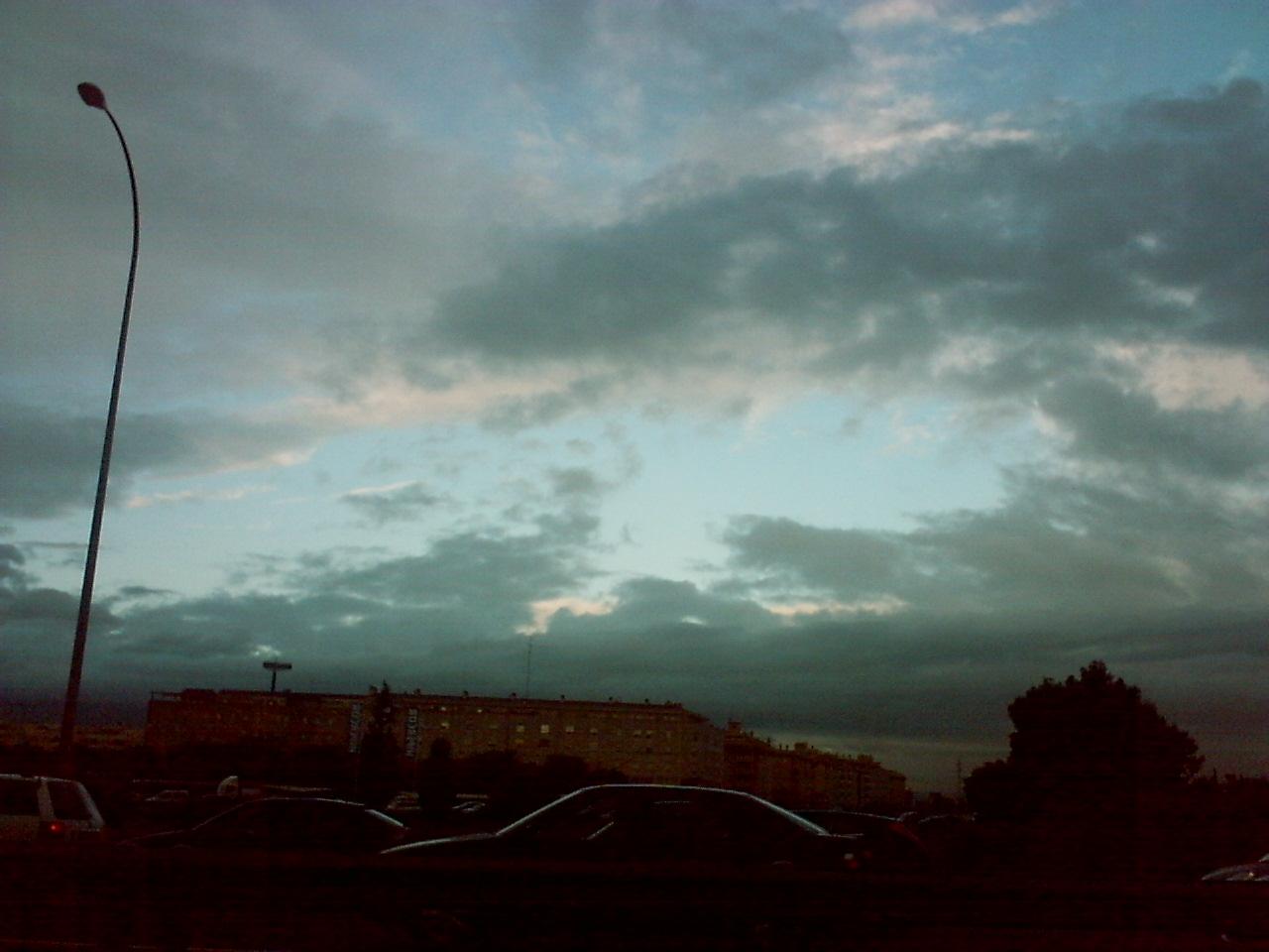 Cielo en carretera
